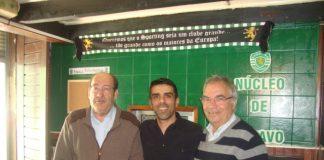 Um dos responsáveis pela sede, ladeado pelo Presidente e pelo Vice-Presidente do Núcleo Sportinguista de Ílhavo